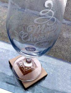 Kozarec za pivo z napisom