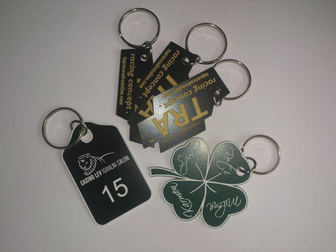 Plastični obeski za ključe, garderobne omarice