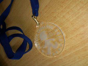 Medalje iz pleksi stekla