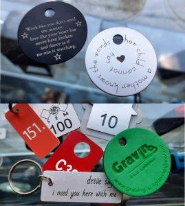 Gravirani obeski za ključe