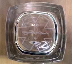 Kozarec, graviran na dno